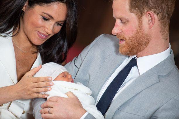 Herttuatar Meghanin ja prinssi Harryn poika sai nimekseen Archie Harrison.