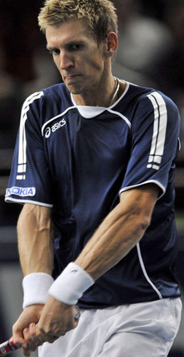 Jarkko Niemisen urakkaa jatkuu Pariisissa nelinpelissä.
