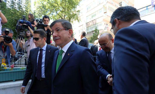 Turkin pääministeri Ahmet Davutoglu on joutunut ahtaalle maanantaisen terrori-iskun takia.