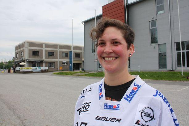 Sveitsiläinen kiekkofani Celine Chessex muutti Lausannesta Jyväskylään.