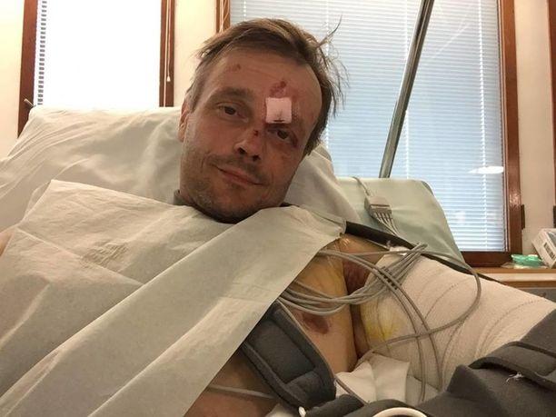 Koneturmassa loukkaantunut Petri Kauppi ja hänen ystävänsä ovat hoidettavina Töölön sairaalassa.