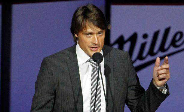 Teemu Selännettä kunnioitettiin maanantain vastaisena yönä Anaheimissa numeronjäädytyksellä.