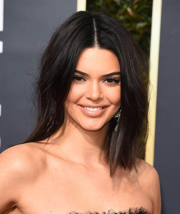 Kendall Jenner ei voi sietää Scott Disickiä.