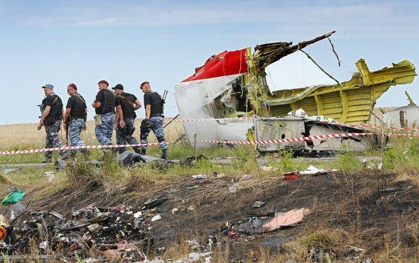 Separatistijoukot ohittivat Malaysia Airlinesin Boeing 777:n osia Grabovon lähellä Itä-Ukrainassa.