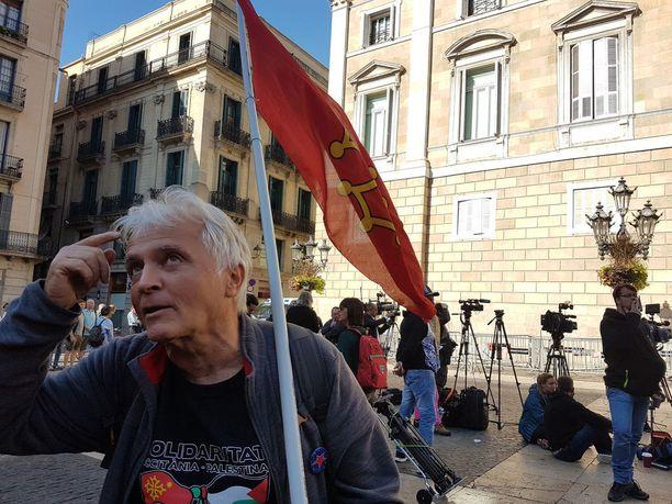 Alain kannattaa sekä kotialueensa Occitanien Ranskassa sekä Katalonian itsenäisyyttä.