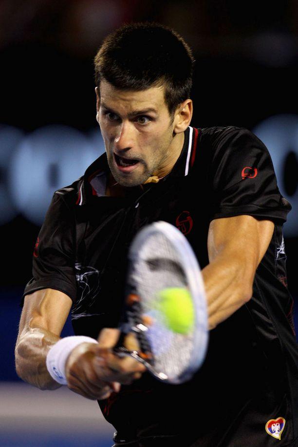 Novak Djokovic skarppasi toisessa erässä.
