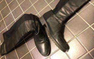 Kuljetko sinäkin homeisissa kengissä  Vihertävän sävyn taustalla ... c2036c8a21