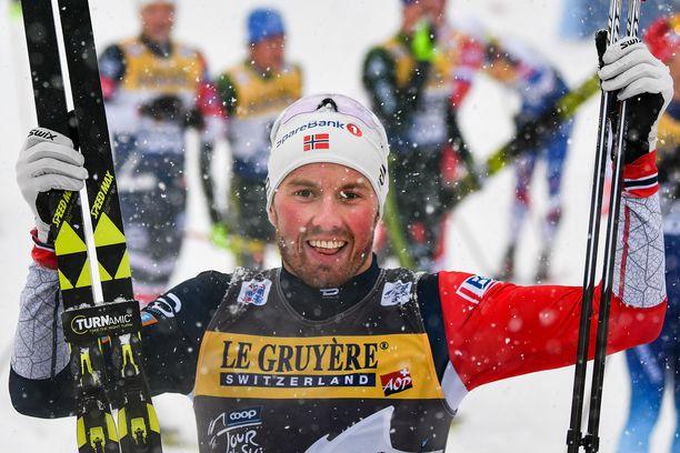 Emil Iversen voitti Tour de Skin etapin 4/7 Oberstdorfin lumipyryssä keskiviikkona, mutta ilmoitti myöhemmin keskeyttävänsä kiertueen.
