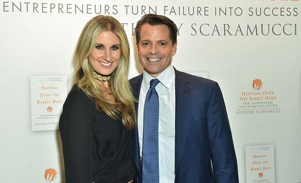 Deidre ja Anthony Scaramucci ovat olleet naimisissa kolme vuotta. Vaimo kyllästyi ilmeisesti siihen, että hänen miehellään ei ole mitään periaatteita.