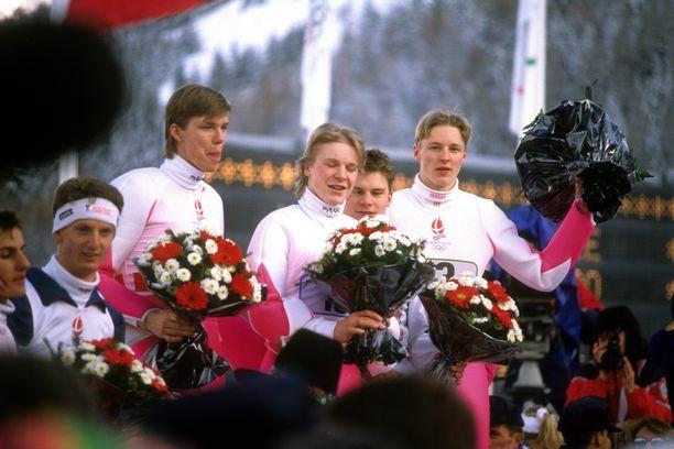 Risto Laakkonen (vas.), Toni Nieminen, Ari-Pekka Nikkola ja Mika Laitinen voittivat joukkuemäen olympiakultaa vuonna 1992.