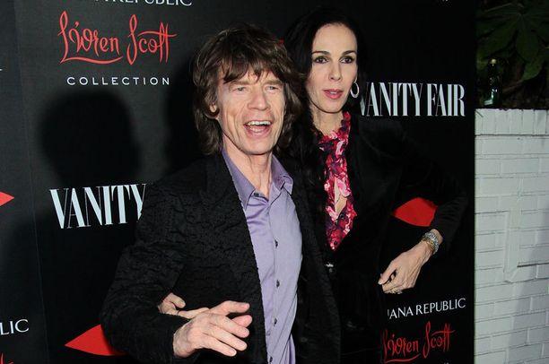 Mick Jaggerin pitkäaikainen naisystävä L'Wren Scott oli taloudellisissa vaikeuksissa. Syitä äärimmäiseen ratkaisuun voi lähinnä spekuloida.