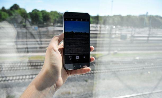 Kuten muissakin Honor-sarjan puhelimissa, keskiössä on hyvä kamera. Uutuutena puhelimen stillikameralla on mahdollista tehdä lyhyitä gif-videoita.