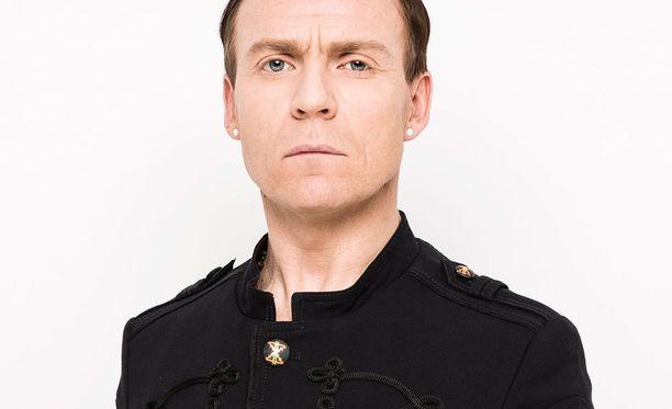 UMK:ssa Kimmo Blom nähdään Angelo De Nilenä, The Voice of Finlandissa omana itsenään.