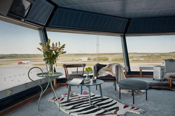 Lennonjohtotornin asunto on sisustettu skandinaaviseen tyyliin.