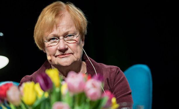 Presidentti Tarja Halonen kommentoi Mauno Koiviston poismenoa Twitterissä.