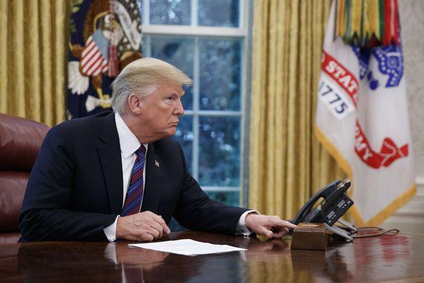 Trump soitti Meksikon presidentille Enrique Peña Nietolle maanantaina.