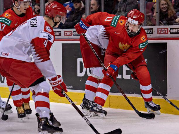 Vasili Podkolzin edusti Venäjää vuodenvaihteessa pelatuissa nuorten MM-kilpailuissa.