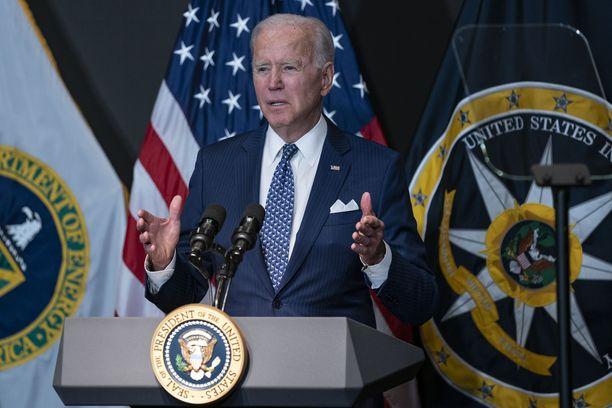 Joe Bidenin odotetaan torstaina ilmoittavan kaikkia liittovaltion työntekijöitä koskettavasta rokotepakosta.