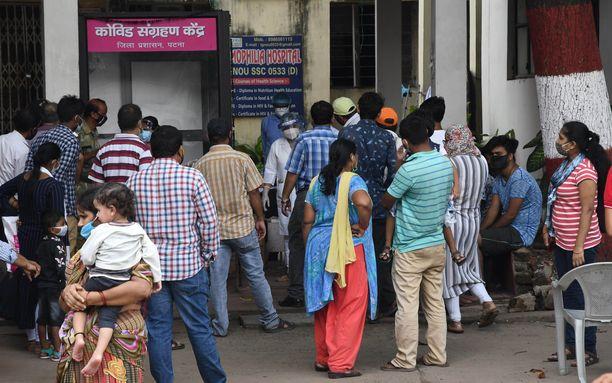 Intiassa raportoitiin kuluvalla viikolla lähes 100 000 uutta koronavirustapausta päivittäin.