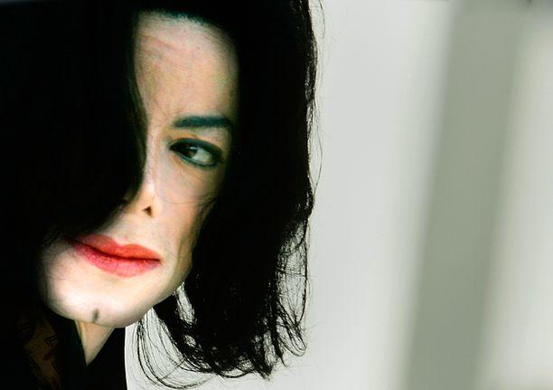 TV5:n ja Dplay+:n dokumentissa keskitytään Jacksonin menehtymiseen ja etenkin sitä seuranneeseen poliisitutkintaan. Kolme etsivää kertoo havainnoistaan ja todisteista.