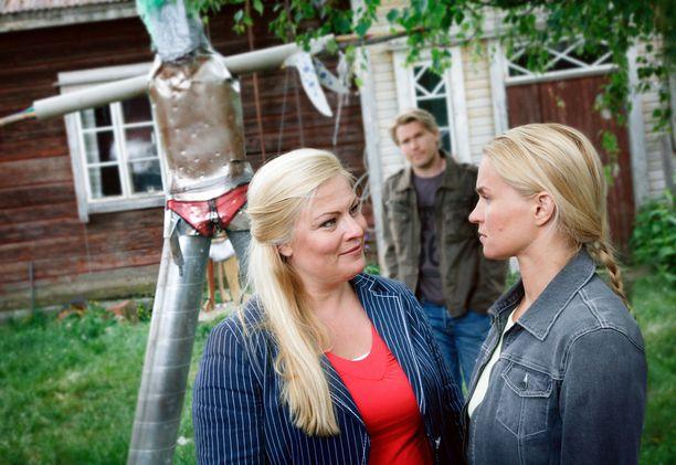 Pirunpelto-sarjan keskiössä näyttelivät Sanna Saarijärvi, Matti Ristinen ja Karoliina Blakburn.