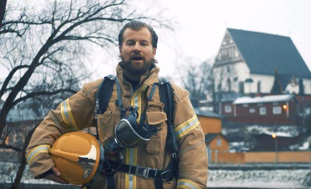 Itä-Uudenmaan pelastuslaitos julkaisi Youtubessa itsenäisyyspäivän kunniaksi videon. Kuvakaappaus videolta.