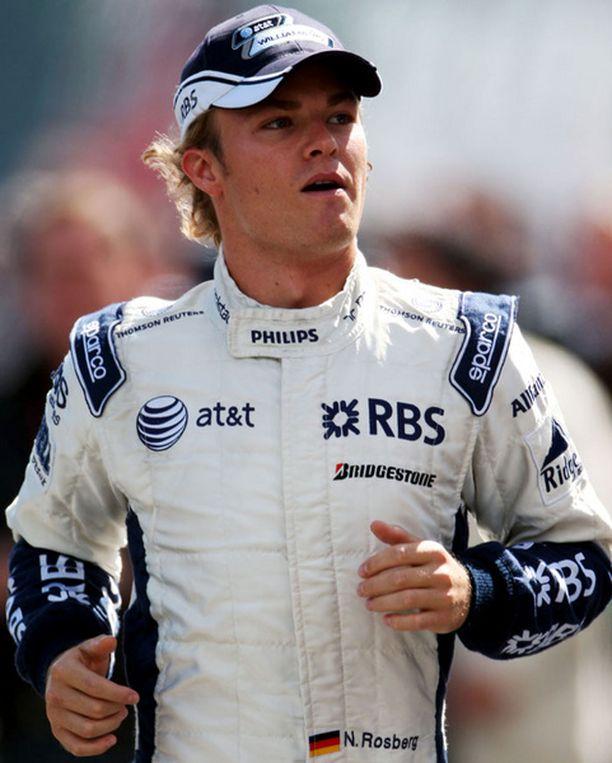 Nico Rosberg toivoo autoonsa parannusta.