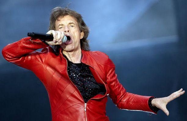 Mick Jagger joutui peruuttamaan Yhdysvaltojen ja Kanadan kiertueen terveysongelmiensa takia. Jagger arkistokuvassa
