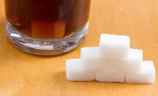Liiallisella sokerikäytöllä on yhteys lihomiseen.