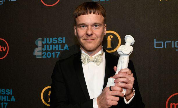 Pekko Pesonen voitti parhaan käsikirjoittajan Jussi-palkinnon elokuvalla Jättiläinen.