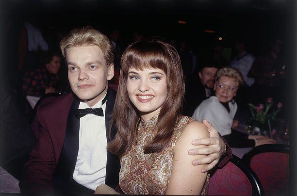 Kurre Westerlund yllätti vuoden 1992 Miss Suomi Kirsi Syrjäsen kosimalla tätä Miss Suomi -finaalissa julkisesti.