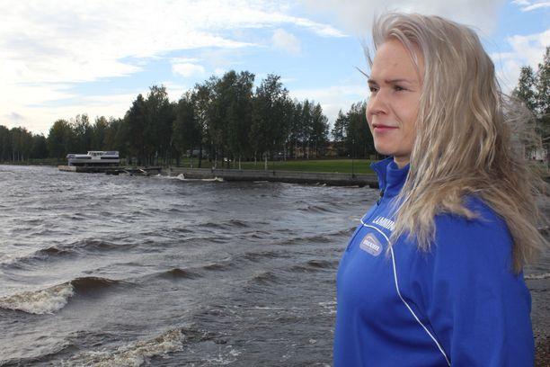 Luonto on tärkeä Petra Ollille. Myrskyävä Lappajärvikin saa mielen rauhoittumaan.