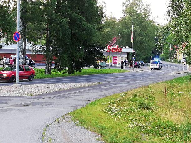 Poliisi eristi ampumapaikkaa teknistä tutkintaa varten heinäkuussa.