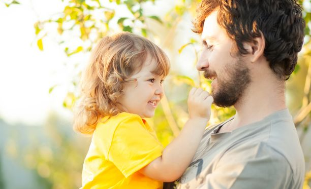 Kotihoidon tukea maksetaan alle kouluikäisistä lapsista, jotka eivät ole kunnallisessa päivähoidossa.