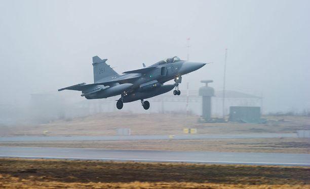 Kuvassa JAS 39 Gripen -hävittäjä vuonna 2011.