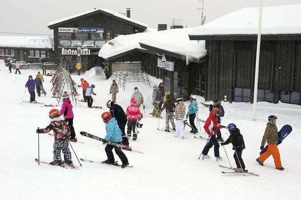 Pääsiäisviikolla hiihto- ja laskettelukelit ovat mainiot Pohjois-Suomessa, ja viilenevä sää pidentää siellä hiihtokautta.