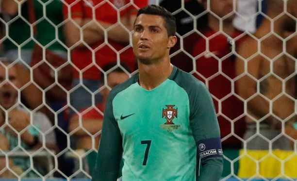 Cristiano Ronaldo iski Portugalin avausmaalin välierässä Walesia vastaan.