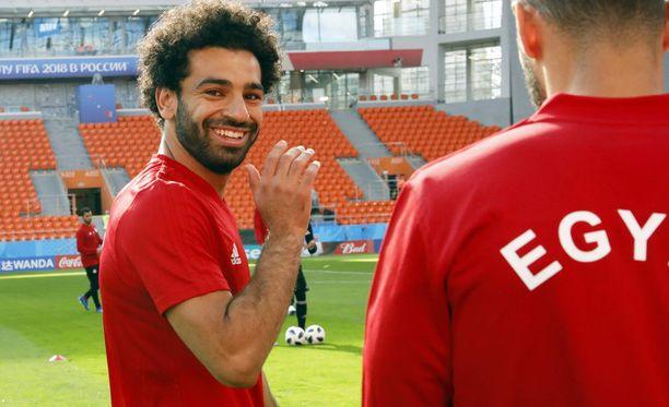 Mo Salahilta irtosi tuttu vekkuli hymy Egyptin harjoituksissa Jekaterinburgissa.
