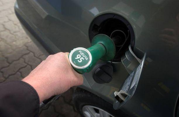 Poliisin mukaan polttoainetta jätettiin maksamatta kymmeniä tuhansia litroja. Kuva ei liity juttuun.