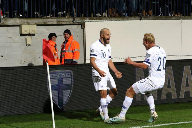 Teemu Pukki ja Joel Pohjanpalo juhlivat maalia lokakuun Armenia-ottelussa.