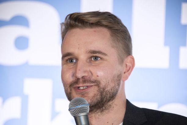 Koomikko, näyttelijä, käsikirjoittaja ja ohjaaja Joonas Nordman tunnetaan mm. Putous-sarjasta. Nordman voitti Putouksen sketsihahmokilpailun 2014 Salme Pasi -hahmollaan, joka esitti porilaista liitto-oravaa ja ay-jyrsijää.
