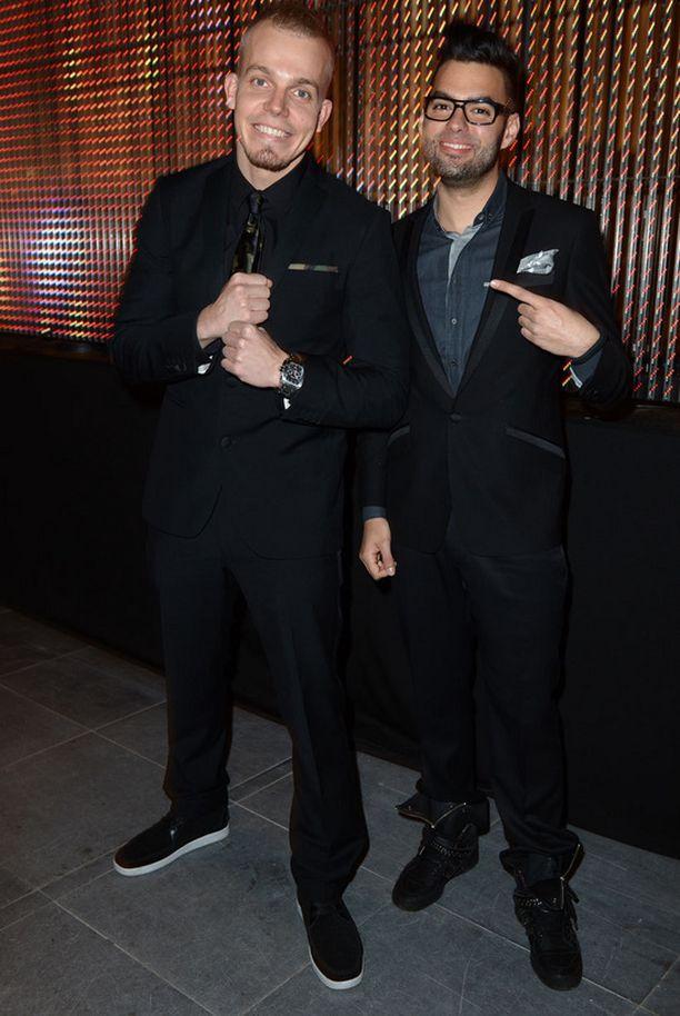 Axl Smith ja Elastinen ovat sitä mieltä, että taso Voide of Finland -laulukilpailussa on ollut huikea. Kummatkin kokevat vastuuta siitä, että he voivat välittää energiaa ja motivaatiota esiintyjille. Miehet myös myönsivät, että monet laulajat päihittävät heidät esiintymis- ja laulutaidoillaan.