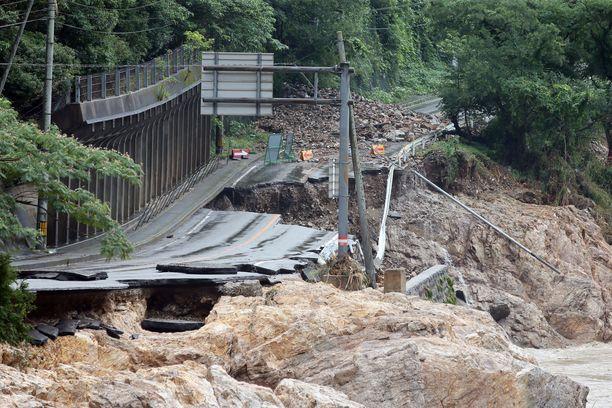 Tämä silta ei kestänyt tulvavesien painetta.