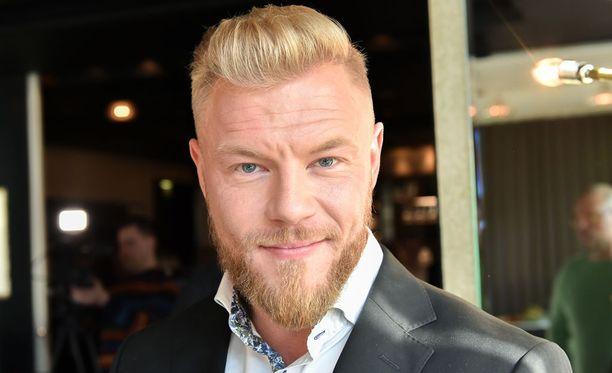 Juha tuli tutuksi Bachelor Suomi-ohjelman myötä.