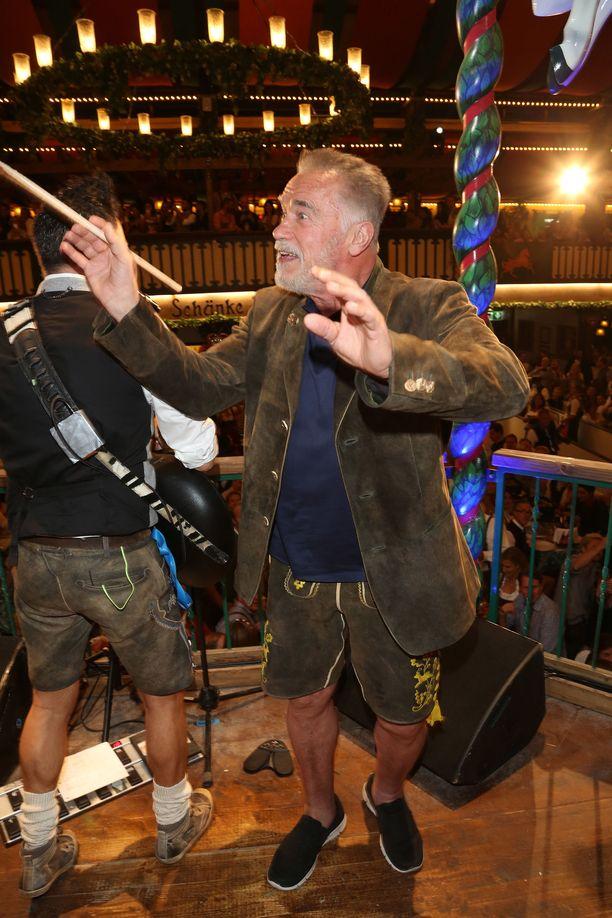 Juhlatunnelma oli koholla, kun Iso-Arska heilutti tahtipuikkoa bändin jammaillessa.