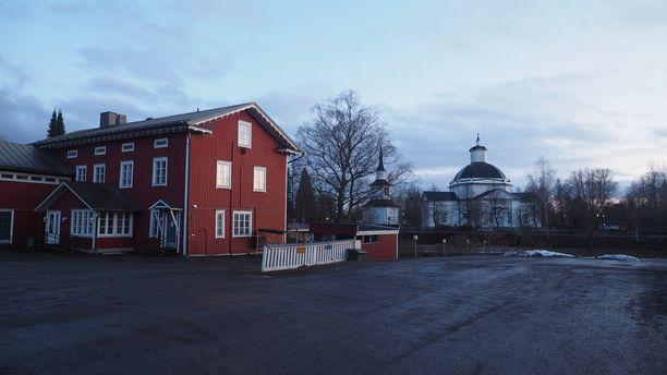 Lapuan liikkeen johtohahmon Vihtori Kosolan entinen kotitalo sijaitsee Lapuan keskustassa.