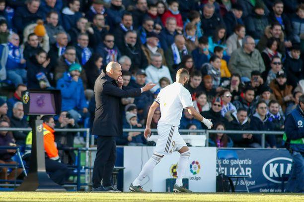 Zinedine Zidane ja Karim Benzema lähtevät sunnuntain peliin siitä lähtökohdasta, että voitto veisi Real Madridin kolmen pisteen sarjajohtoon.