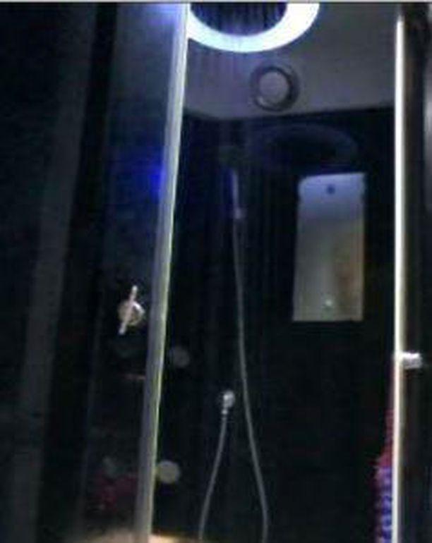 Europol selvittää, missä myydässä kuvassa olevaa suihkua.