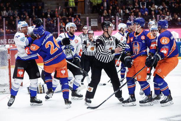 Tapparan ja Zugin otteluparin ensimmäinen osa päättyi tasalukemiin.