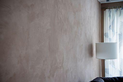 Riika Kerttula ei halunnut käyttää kodissaan MDF-levyjä tai laminaatteja.-Niistä vapautuu huoneilmaan yhdisteitä, joiden pitoisuus on suurimmillaan heti asennuksen jälkeen.